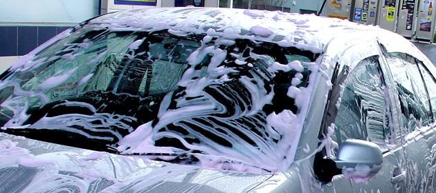 Windschutzscheibe Ihres Autos reinigen