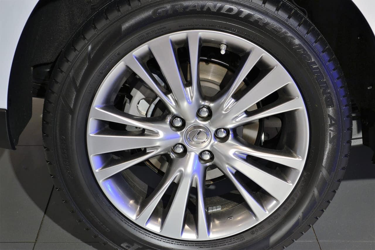 Die richtige Felgenreinigung – damit dein Auto im Frühjahr wieder glänzt!